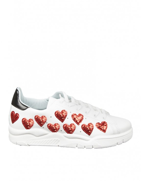 CHIARA FERRAGNI SNEAKERS in pelle bianco con cuori in glitter rossi
