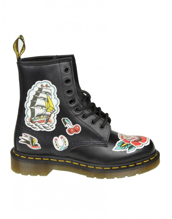 "DR.MARTENS ANFIBIO ""CHRIS"" IN PELLE NERA CON STAMPE"